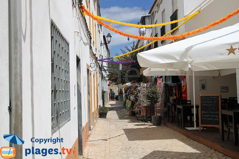 Magasins dans les ruelles de Ferragudo - Portugal