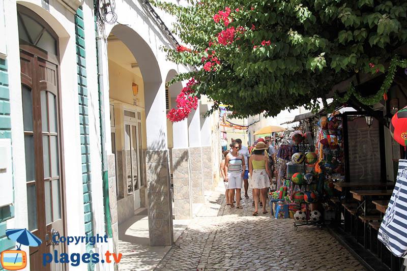 Commerces touristiques à Ferragudo
