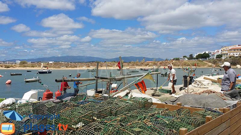 Ferragudo un petit port de p cheur authentique dans le sud du portugal en algarve - Maison de pecheur portugal ...