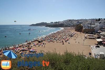 Albufeira au Portugal : la plage et les restaurants