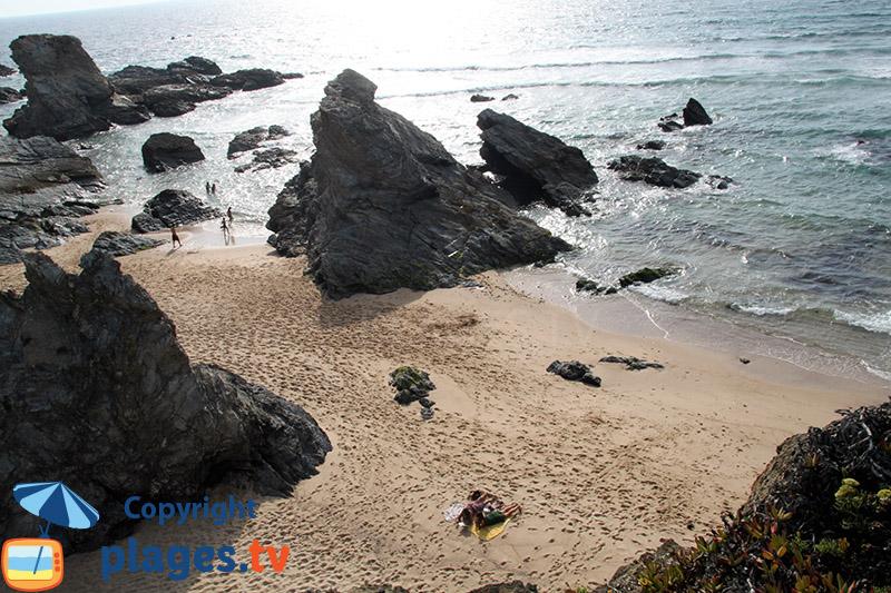 Crique avec des rochers à Porto Covo - sud du Portugal