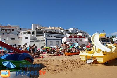 Carvoeiro au Portugal depuis la plage