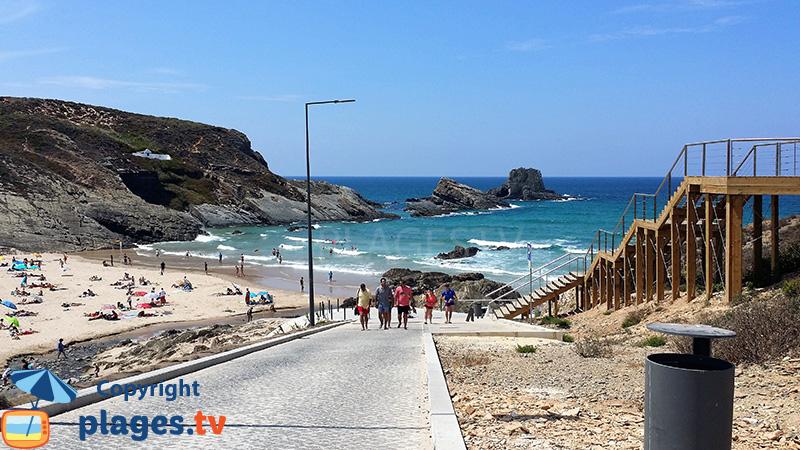 Escaliers et chemin d'accès aux plages de Zambujeira do Mar