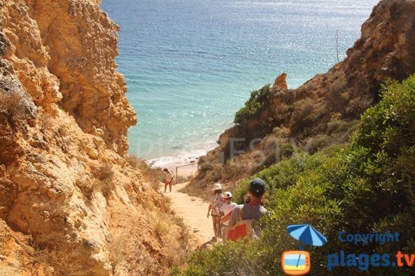 Chemin de la plage de Canavial à Lagos au sud du Portugal