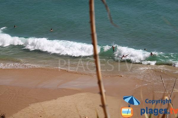 Baignade sur la plage de Canavial au Portugal - Lagos