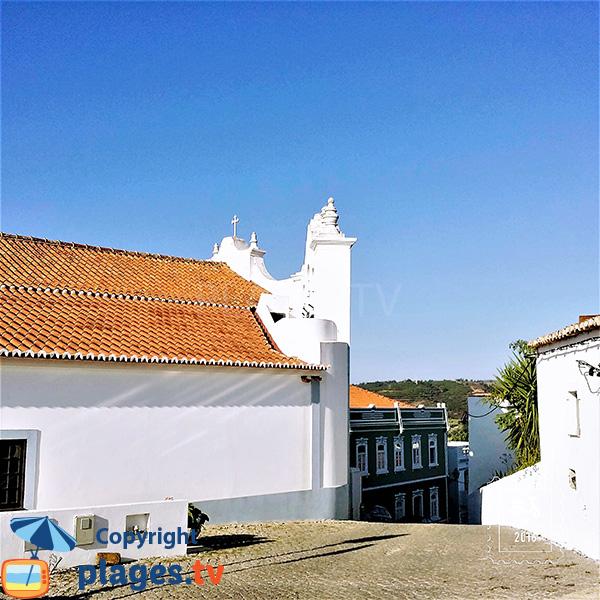 église dans la vieille ville d'Aljezur