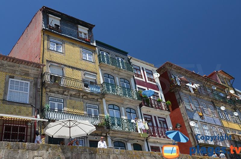 Façades de maisons à Porto dans la vieille ville