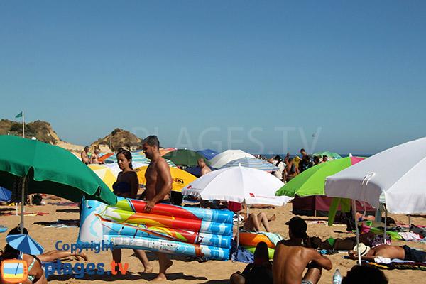 Fréquentation de la plage Alemaes à Albufeira au Portugal
