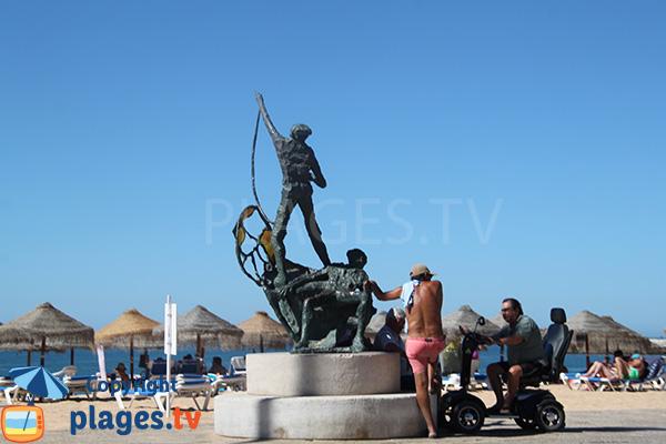 Accès aux fauteuils roulants sur la plage Allegre à Quarteira au Portugal