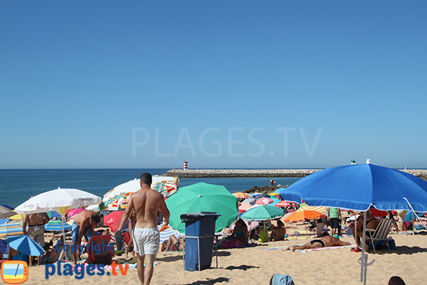 Vue sur le port de Quarteira depuis la plage Allegre
