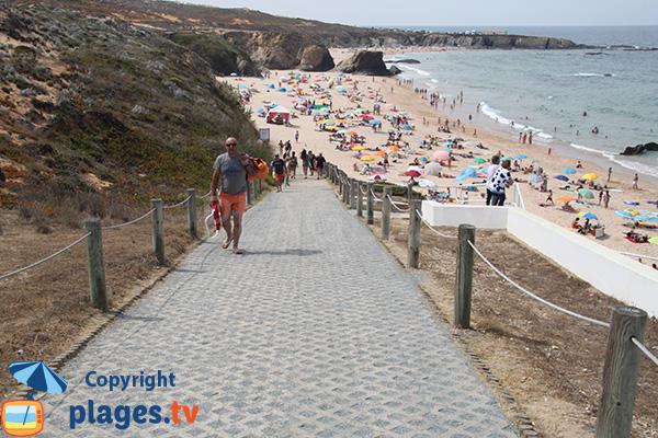 Accès à la plage d'Almograve Norte au Portugal