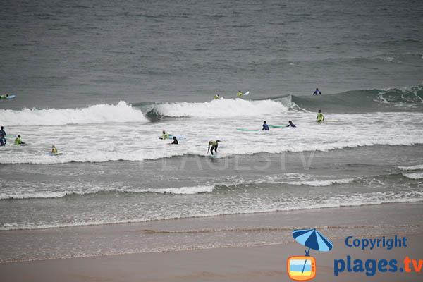 Surf sur la plage d'Armoreira do Mar - Aljezur - Portugal