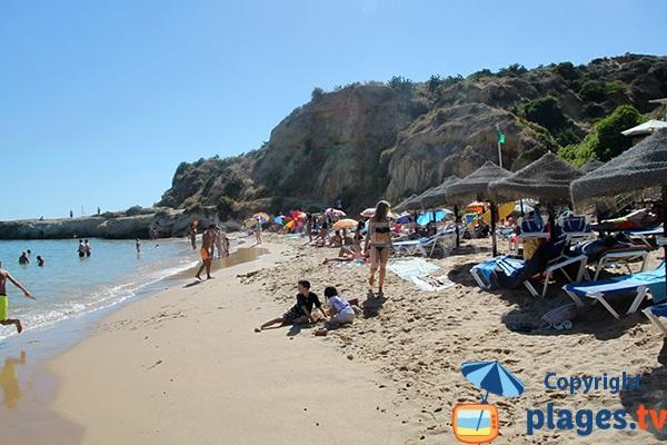 Zone publique sur la plage Aveiros à Albufeira - Portugal