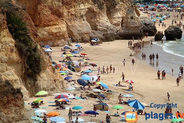 Falaises de la plage du Barranco das Canas à Portimao - Portugal