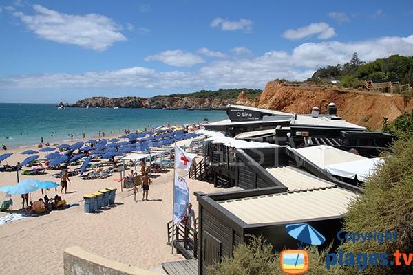 Restaurant et plage privée dans la crique du Barranco das Canas à Portimao - Portugal