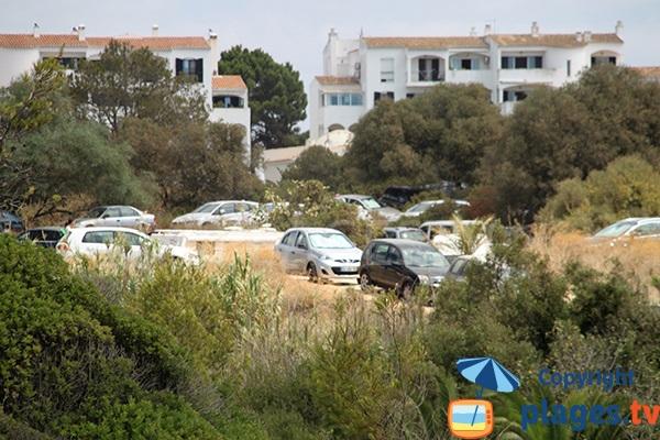 Parking de la plage de Barranco das Canas à Portimao