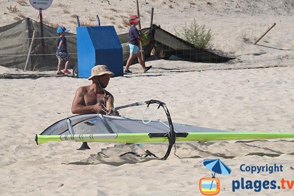 Sport nautique sur le plage de Barril sur l'ile de Tavira