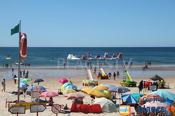 Jeux pour les enfants sur la plage de Cabeco à Castro Marim - Portugal
