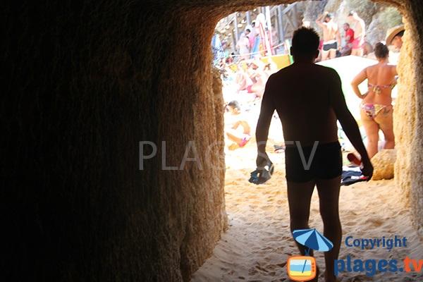 Tunel entre les plages de Camilo et de Camilo Morte