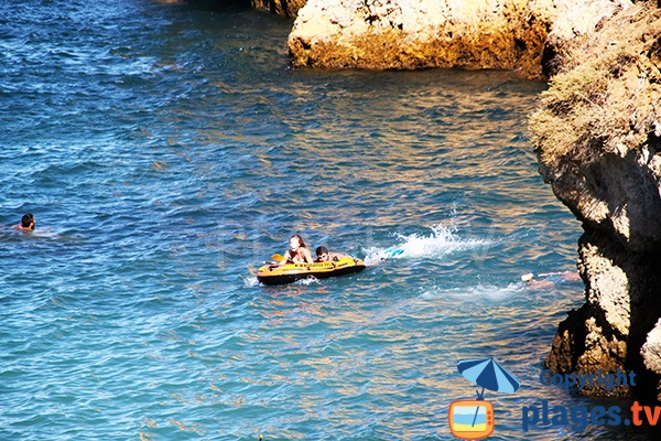 Sport nautique dans la crique de Camilo - Lagos