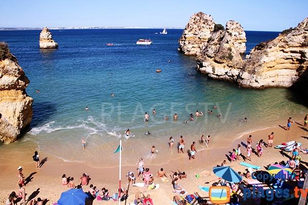Photo de la plage de Camilo à Lagos dans le sud du Portugal