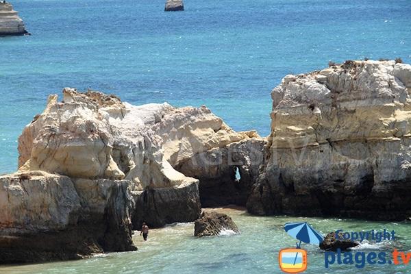 Petites criques autour des ilots de la plage de Careanos - Portimao