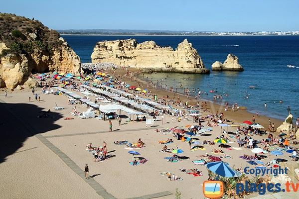 Photo de la plage de Dona Ana à Lagos dans le sud du Portugal