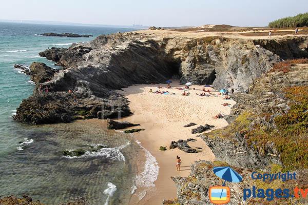 Grande crique à marée basse à Porto Covo
