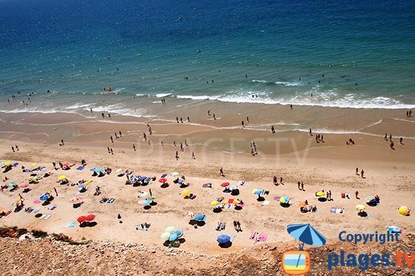 Baignade sur la plage des Falaises d'Albufeira - Portugal