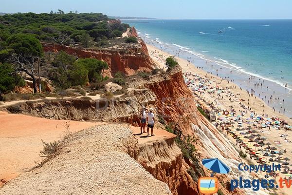 Photo de la plage de Falesia à Albufeira au Portugal
