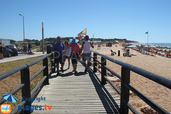 Passerelle d'accès à la plage de Forto Novo à Quarteira