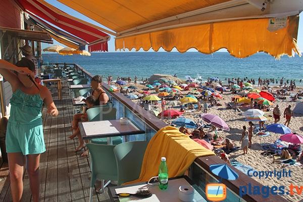 Restaurant sur la plage de Galé à Albufeira