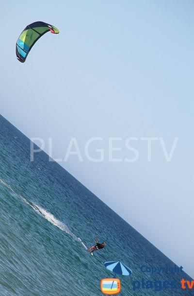Sport nautique sur la plage de Homem Nu sur l'ile de Tavira