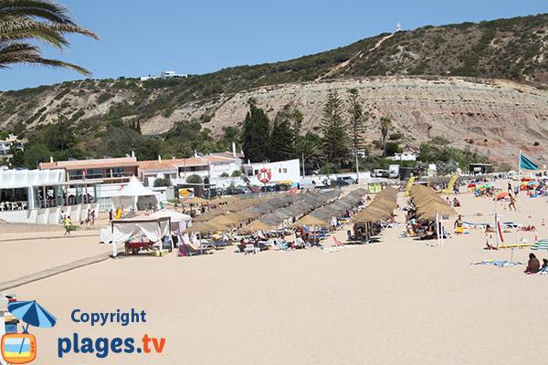 Location de matelas et de parasols sur la plage de Luz - Portugal