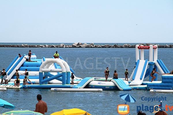 Jeux pour les enfants dans la mer à Portimao