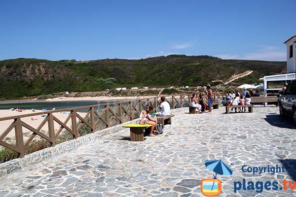 Cafés à proximité de la plage d'Odeceixe au Portugal