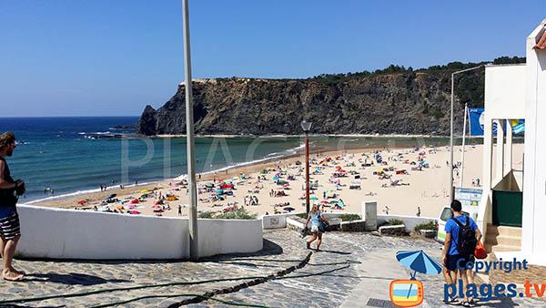 Accès à la plage d'Odeceixe au Portugal