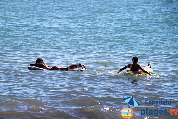 Baignade sur la plage d'Oura - Albufeira
