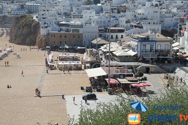 Commerces autour de la plage d'Albufeira - Pescadores