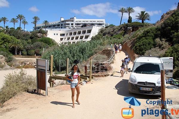 Chemin d'accès à la plage de Prainha Hantero à Portimao