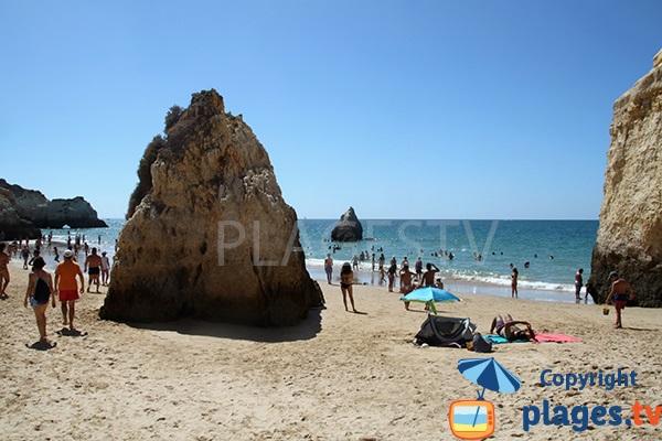Belle plage secrète à Portimao au Portugal - Prainha