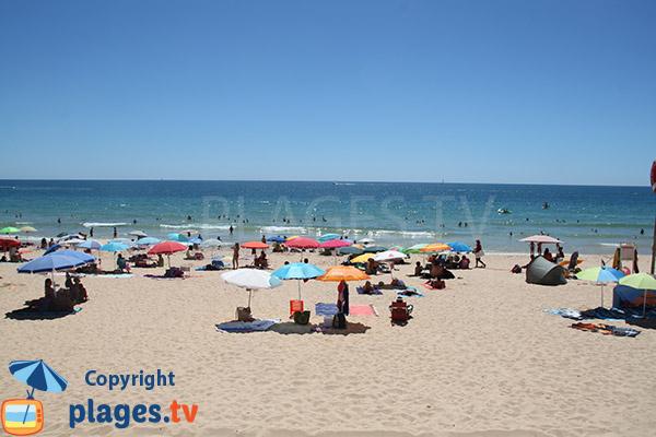 Baignade sur la plage de Rocha Baixinha Poente - Albufeira
