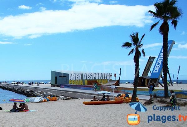 Aire de jeux sur la plage de Rocha à Portimao