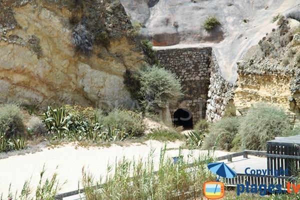 Tunnel de la plage de Tres Castellos à Rocha - Portimao - Portugal