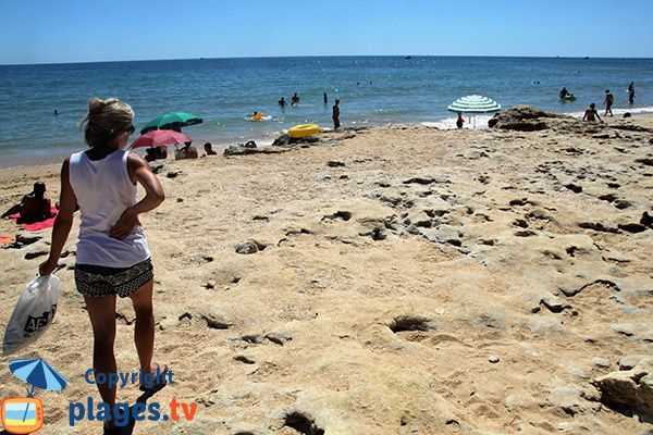 Rochers sur la plage de Santa Eulalia - Albufeira
