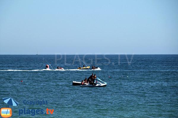 Scooters de mer à proximité de la plage de Santa Eulalia - Albufeira
