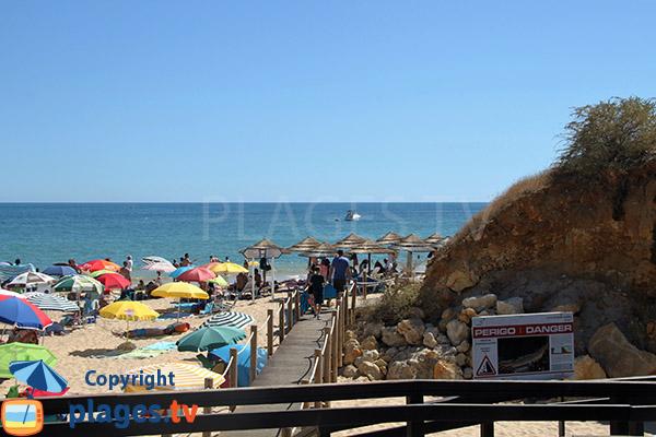 Pontons sur la plage de Santa Eulalia - Albufeira