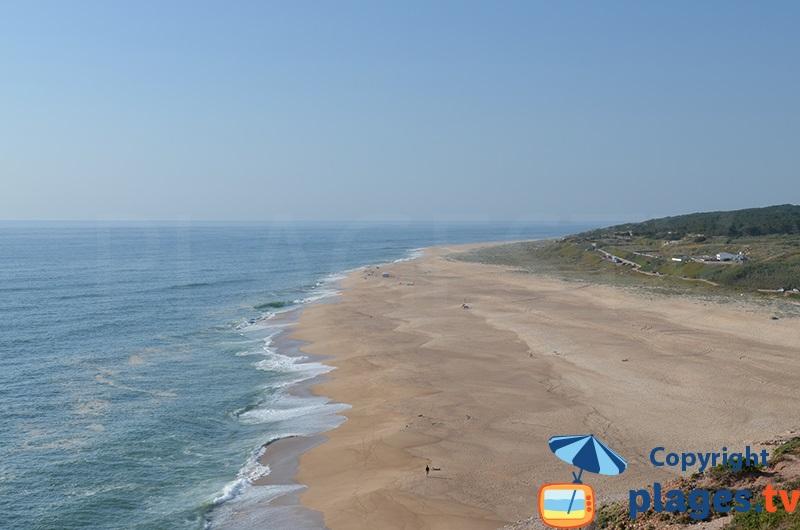 Plage avec le plus grosse vague d'Europe au Portugal