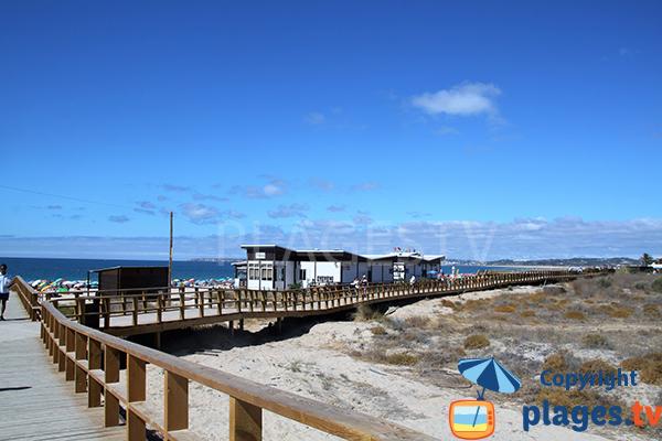 Passerelles sur la plage de Tres Irmaos - Portimao