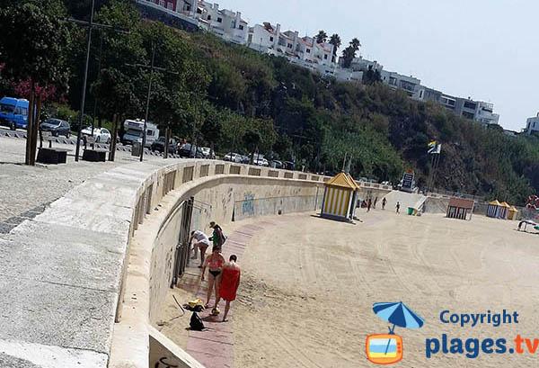 Douches sur la plage de Vasco de Gama - Sines